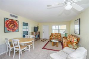 #121 At Surf Song Resort, Apartmanok  St Pete Beach - big - 24