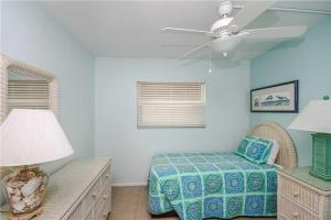 #121 At Surf Song Resort, Apartmanok  St Pete Beach - big - 21