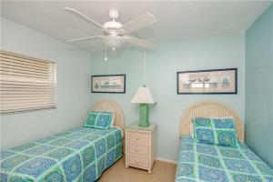 #121 At Surf Song Resort, Apartmanok  St Pete Beach - big - 15