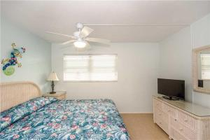 #121 At Surf Song Resort, Apartmanok  St Pete Beach - big - 13