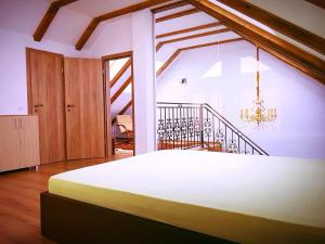 Holiday Inn Apartment, Apartments  Sibiu - big - 4