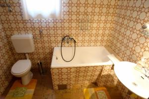 Apartment Leticija, Дома для отпуска  Бол - big - 12