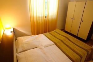 Apartment Leticija, Holiday homes  Bol - big - 13