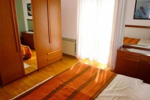 Apartment Leticija, Holiday homes  Bol - big - 15