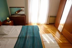Apartment Leticija, Holiday homes  Bol - big - 19