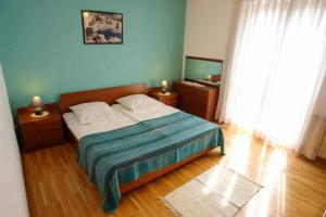 Apartment Leticija, Holiday homes  Bol - big - 20