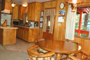 23 Arnett's Cabin, Holiday homes  Wawona - big - 14