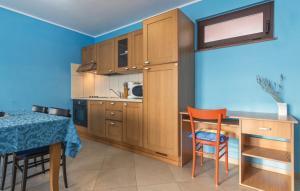 Guesthouse Lovrecica (4245), Apartmány  Lovrečica - big - 16