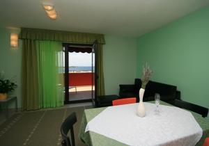 Guesthouse Lovrecica (4245), Apartmány  Lovrečica - big - 21