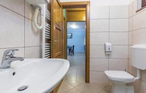 Guesthouse Lovrecica (4245), Apartmány  Lovrečica - big - 25
