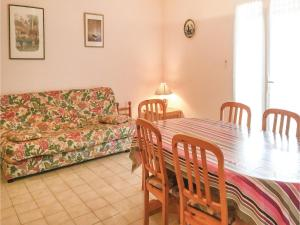 Three-Bedroom Holiday Home in La Tranche sur Mer, Holiday homes  La Tranche-sur-Mer - big - 6