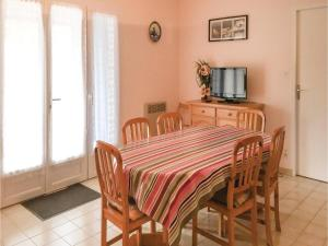 Three-Bedroom Holiday Home in La Tranche sur Mer, Holiday homes  La Tranche-sur-Mer - big - 7