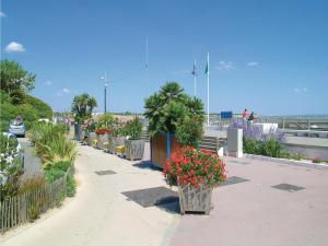 Three-Bedroom Holiday Home in La Tranche sur Mer, Holiday homes  La Tranche-sur-Mer - big - 11