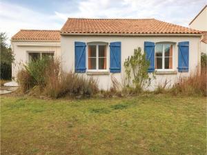 Three-Bedroom Holiday Home in La Tranche sur Mer, Ferienhäuser  La Tranche-sur-Mer - big - 1