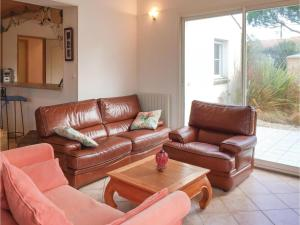 Three-Bedroom Holiday Home in La Tranche sur Mer, Holiday homes  La Tranche-sur-Mer - big - 3