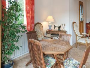 Three-Bedroom Holiday Home in La Tranche sur Mer, Ferienhäuser  La Tranche-sur-Mer - big - 4