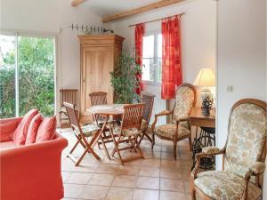 Three-Bedroom Holiday Home in La Tranche sur Mer, Ferienhäuser  La Tranche-sur-Mer - big - 5
