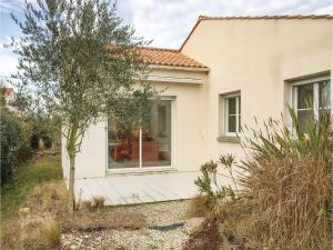 Three-Bedroom Holiday Home in La Tranche sur Mer, Holiday homes  La Tranche-sur-Mer - big - 13