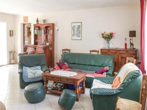 Three-Bedroom Holiday Home in La Tranche sur Mer, Prázdninové domy  La Tranche-sur-Mer - big - 9
