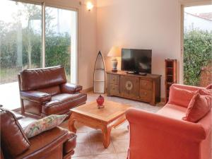 Three-Bedroom Holiday Home in La Tranche sur Mer, Holiday homes  La Tranche-sur-Mer - big - 9