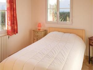 Three-Bedroom Holiday Home in La Tranche sur Mer, Ferienhäuser  La Tranche-sur-Mer - big - 10