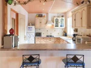 Three-Bedroom Holiday Home in La Tranche sur Mer, Ferienhäuser  La Tranche-sur-Mer - big - 17
