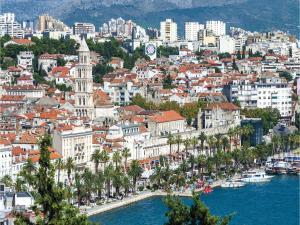 Three-Bedroom Holiday home in Split, Dovolenkové domy  Split - big - 11