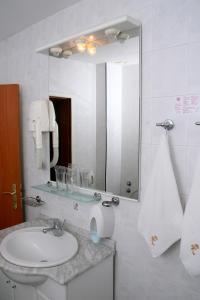 Hotel Kristel Park - All Inclusive Light, Отели  Кранево - big - 21