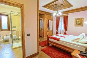 Brilant Antik Hotel, Hotely  Tirana - big - 14