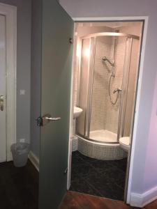 Einzelzimmer mit eigenem Bad