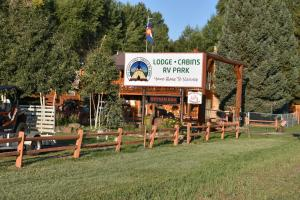 Ute Bluff Lodge, Cabins and RV Park