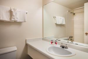 Howard Johnson Hotel by Wyndham Victoria, Hotels  Victoria - big - 40