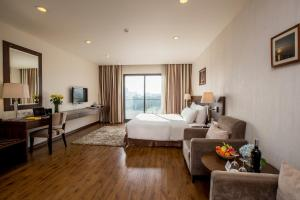 Suite with Balcony and Lake View