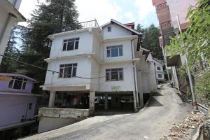 OYO 9102 3BHK Pinewood Valley