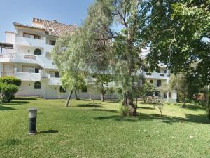 Apartment Jardines de Las Chapas, Apartmanok  Marbella - big - 25