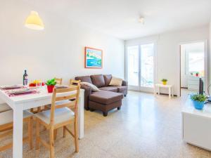 Apartment TRINITAT.3, Apartmanok  Roses - big - 31