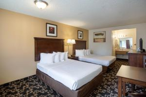 Queen Room with Two Queen Beds - Non Smoking/Pet Friendly