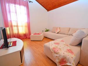 Apartment Maja, Ferienwohnungen  Brodarica - big - 13