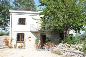 Beautiful Villa with private pool near Casalanguid - AbcAlberghi.com