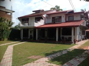 Fully Furnished Apartment, Apartmány  Panadura - big - 1