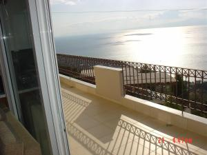Amazing 2-bed apartment in spectacular villa with stunning sea views, Ferienhäuser  Káto Sélitsa - big - 2