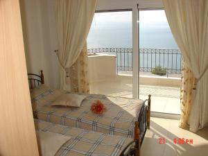 Amazing 2-bed apartment in spectacular villa with stunning sea views, Ferienhäuser  Káto Sélitsa - big - 11
