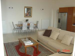Amazing 2-bed apartment in spectacular villa with stunning sea views, Case vacanze  Káto Sélitsa - big - 17