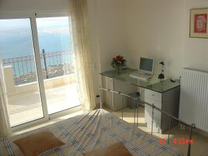 Amazing 2-bed apartment in spectacular villa with stunning sea views, Case vacanze  Káto Sélitsa - big - 27