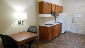 One Bedroom Suite with 1 Queen Bed - Disability Access - Non-Smoking