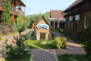 Hotel-complex Mizh Triokh Ozer