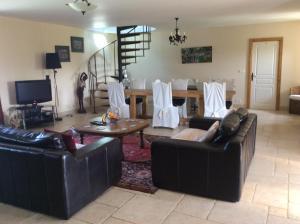 La Poire Grange, Bed and Breakfasts  Villedieu-les-Poëles - big - 21