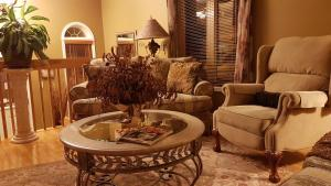 4 bedroom-house with Pool and Hot Tub Downtown, Apartmány  Gatineau - big - 48