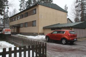 A cozy three-bedroom apartment near the city center of Hyvinkää. (ID 7589)