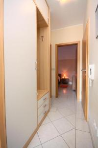 Apartment Vinisce 5229a, Appartamenti  Vinišće - big - 3